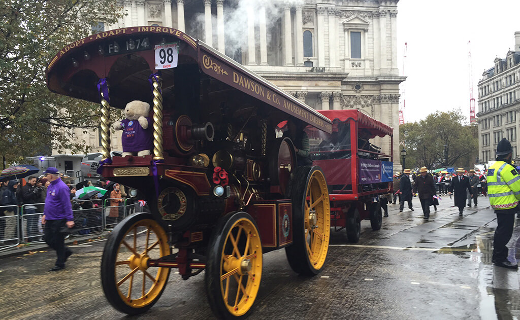 Crowds flock to Lord Mayor's Show