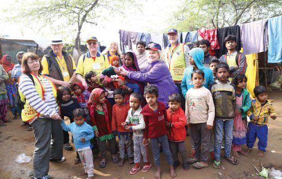 Rotary volunteers vaccinate children against polio in India