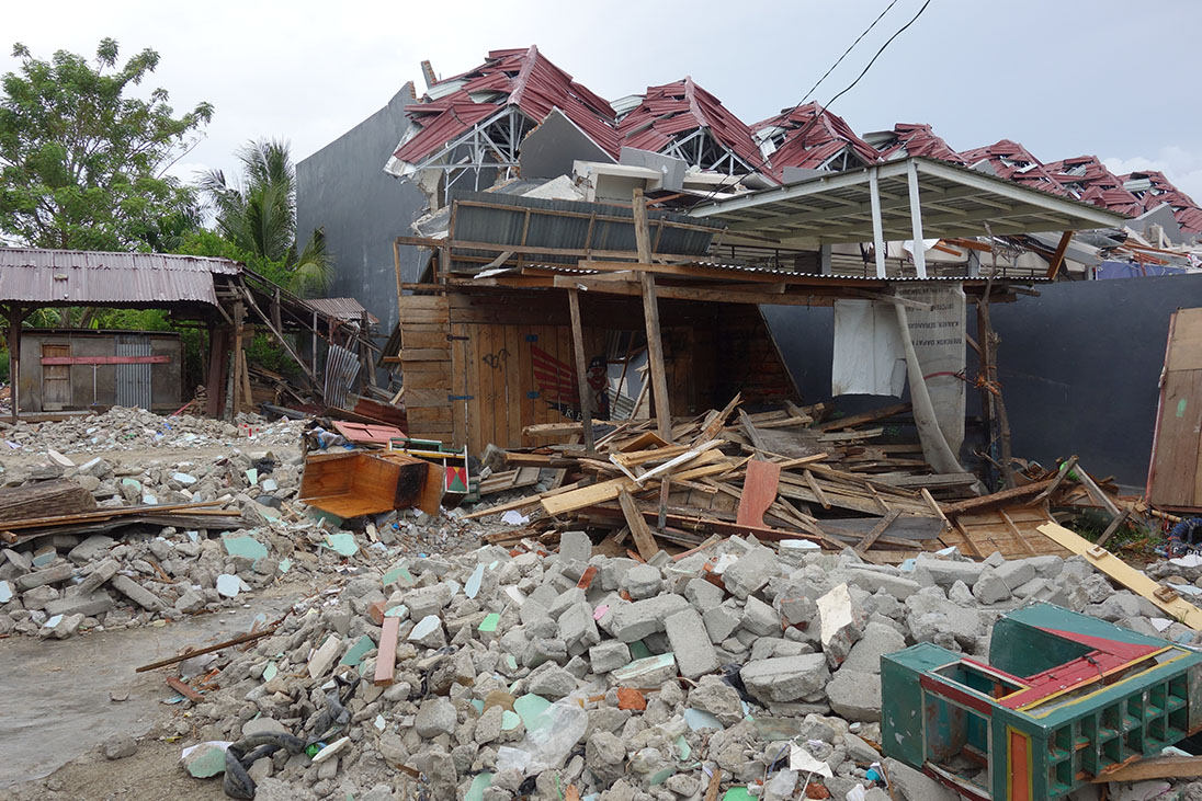 indonesia tsunami wreckage